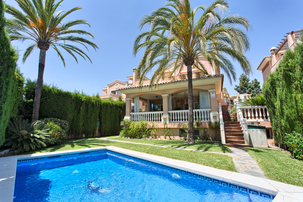 6 bed villa in