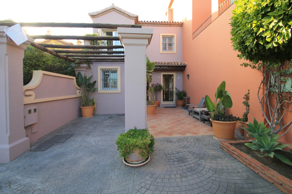 3 bed town house in Monte Halcones
