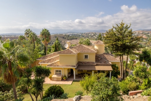 Move To Spain - 6 bed villa in Estepona