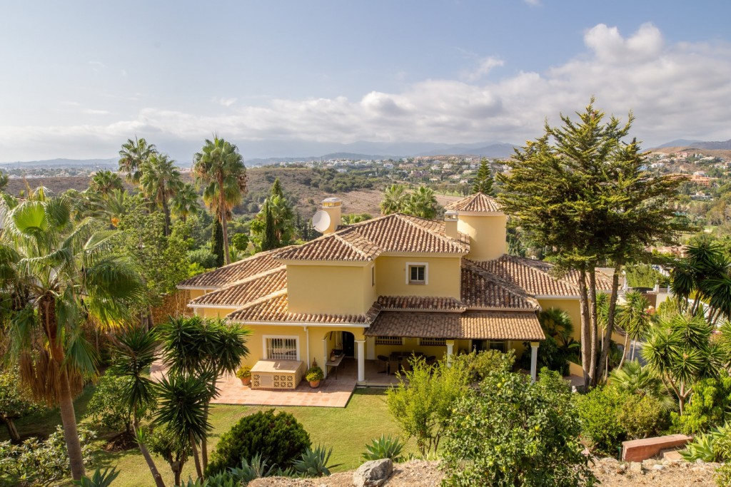 6 bed villa in Estepona, El Paraiso